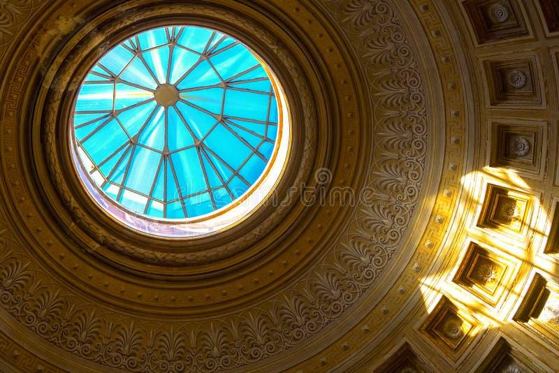 Golden Dome и голубое небо стоковые фотографии rf