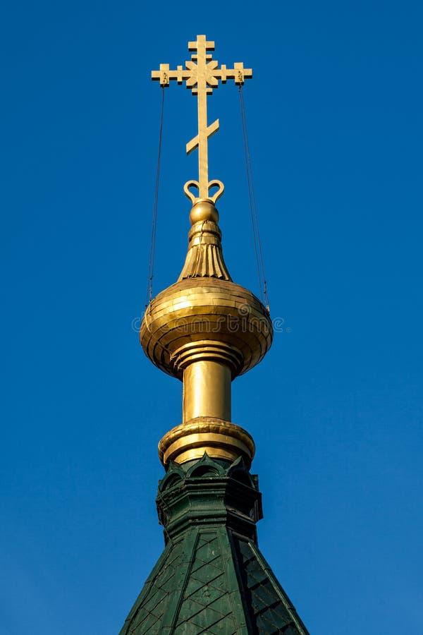 Golden Dome de l'église orthodoxe sur le ciel bleu image libre de droits