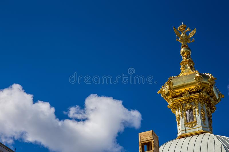 Golden Dome de Peterhof Royal Palace - St Petersbourg, Russie photos stock