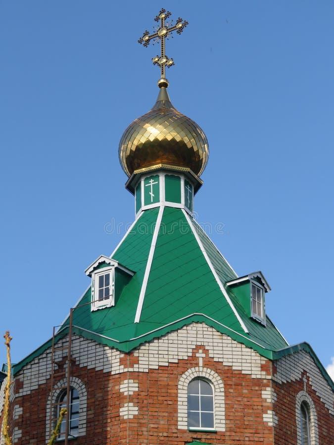 Golden Dome der Ziegelsteinkirche in Tschuwaschien lizenzfreies stockfoto