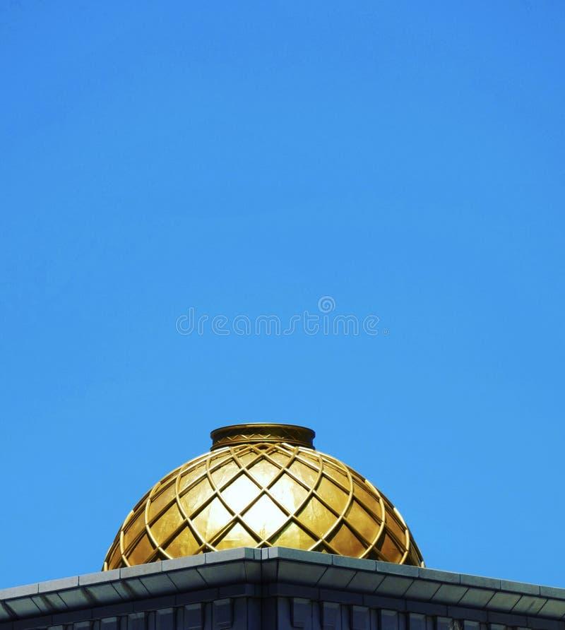 Golden Dome sur le ciel bleu image libre de droits