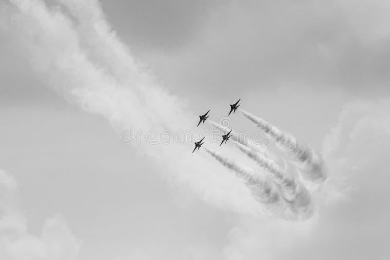Golden Eagles de ROKAF T-50 en la formación foto de archivo