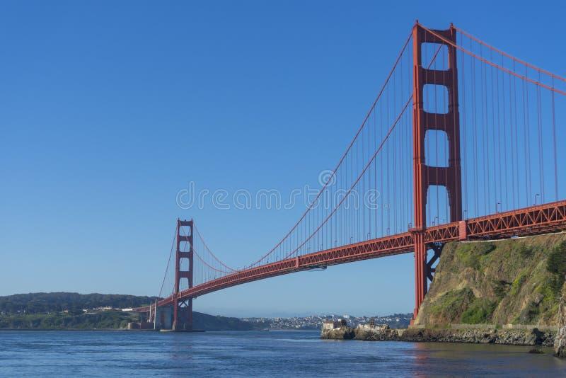 Golden gate bridge alla luce di mattina che guarda dalla baia a ferro di cavallo fotografia stock libera da diritti