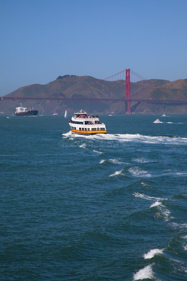 Golden gate bridge | Balsa e navio imagens de stock