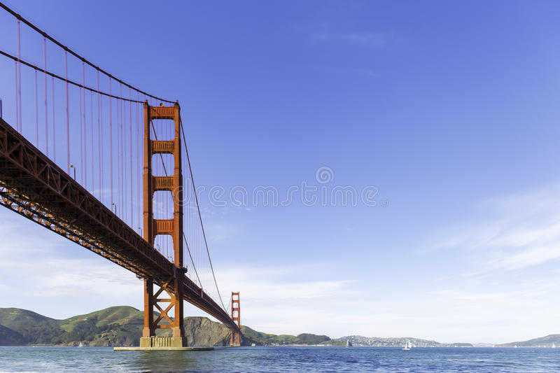 Golden gate bridge bei Crissy Fields stockbild