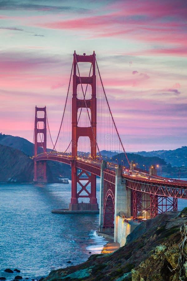 Golden gate bridge bei Sonnenuntergang, San Francisco, Kalifornien, USA stockbilder