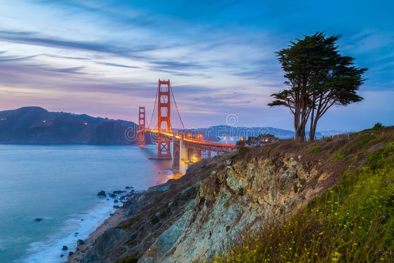 Golden gate bridge bei Sonnenuntergang, San Francisco, Kalifornien, USA lizenzfreie stockfotografie