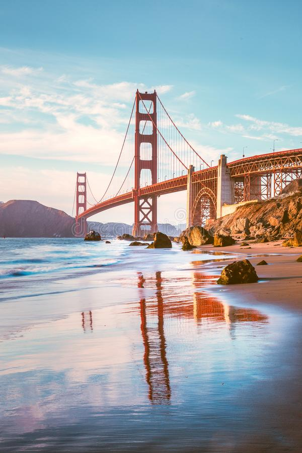Golden gate bridge bei Sonnenuntergang, San Francisco, Kalifornien, USA lizenzfreies stockfoto