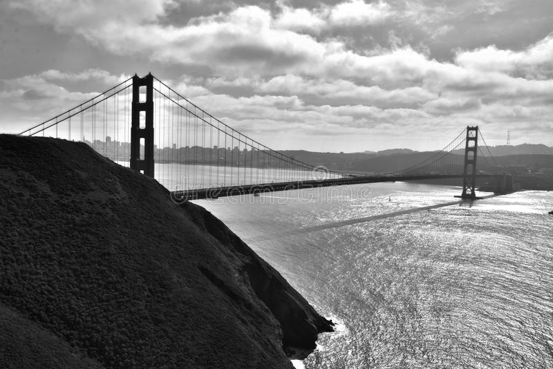 Golden gate bridge in bianco e nero fotografia stock