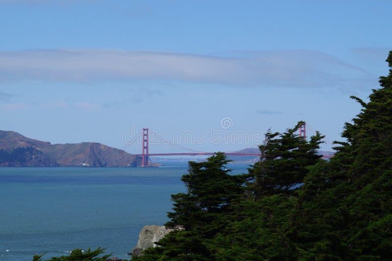 Golden gate bridge de longe fotos de stock royalty free