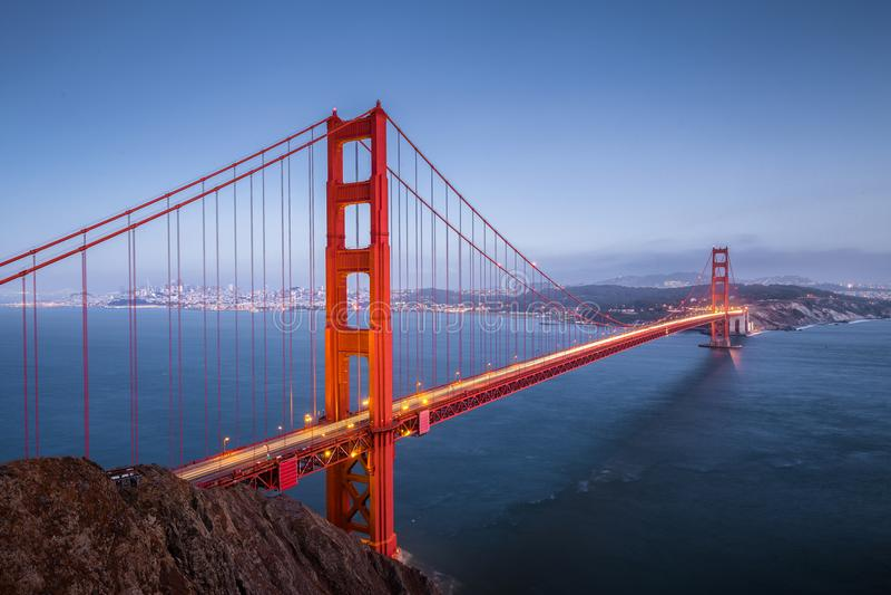 Golden gate bridge in der Dämmerung, San Francisco, Kalifornien, USA lizenzfreie stockfotos
