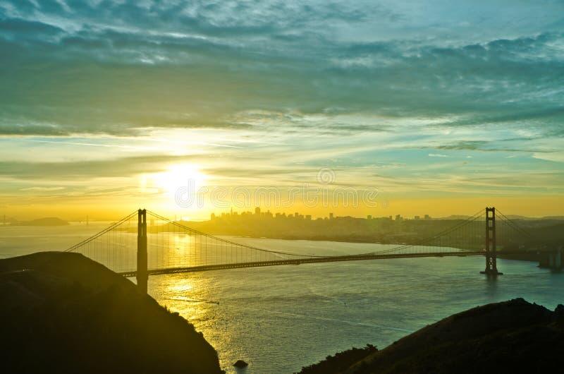 Golden gate bridge durante l'alba immagine stock libera da diritti