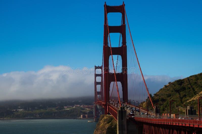 Golden gate bridge i San Francisco i svartvitt arkivfoto