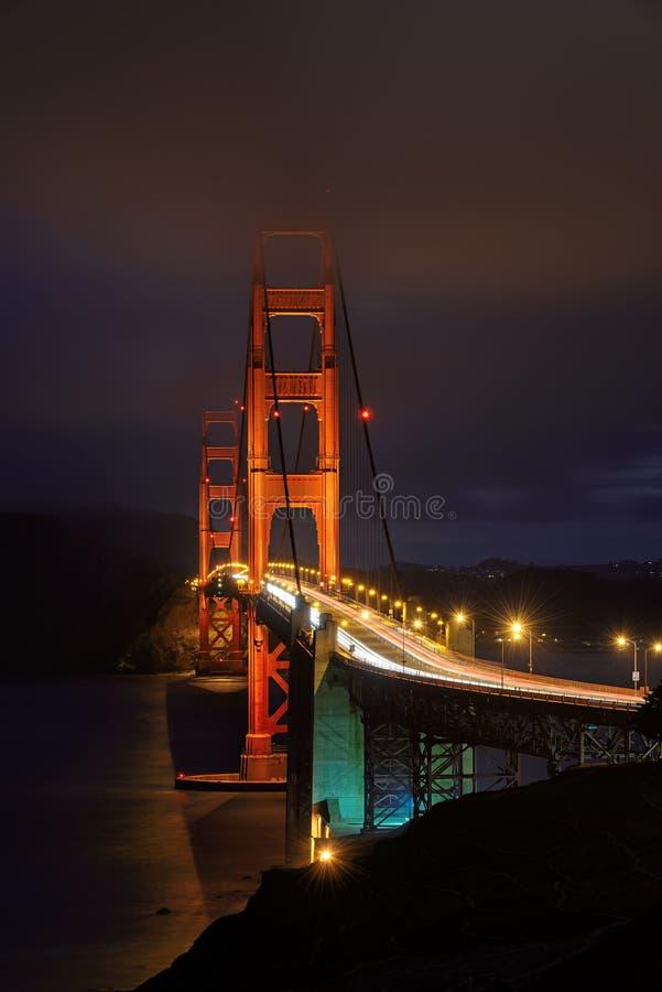 Golden gate bridge, illuminazione di notte, San Francisco, CA fotografia stock libera da diritti