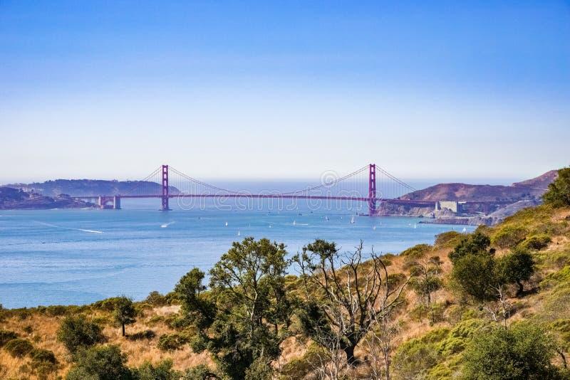 Golden Gate Bridge jak widzieć od anioł wyspy, Kalifornia fotografia royalty free