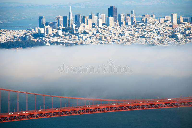 Golden Gate Bridge kable na mgłowym dnia widoku od Marin i piędź zdjęcie royalty free