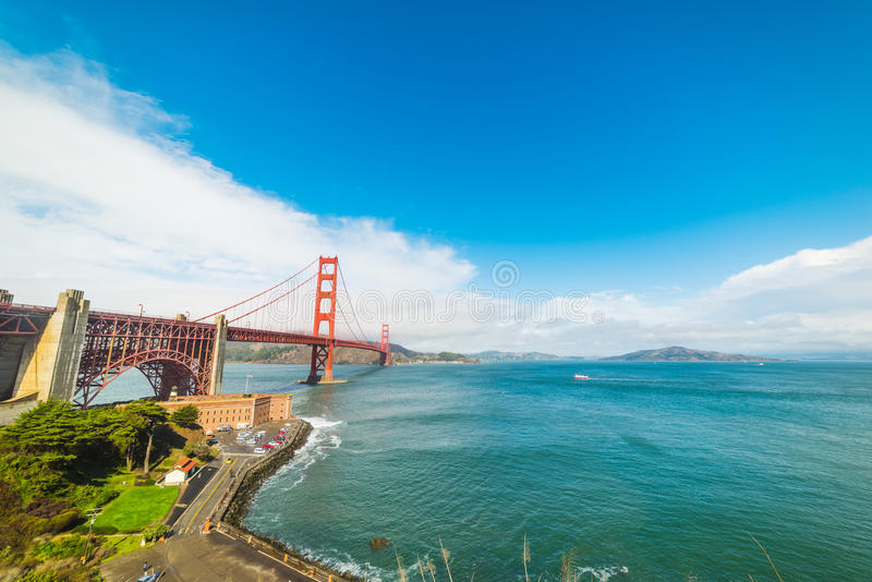 Golden gate bridge mundialmente famoso imagem de stock