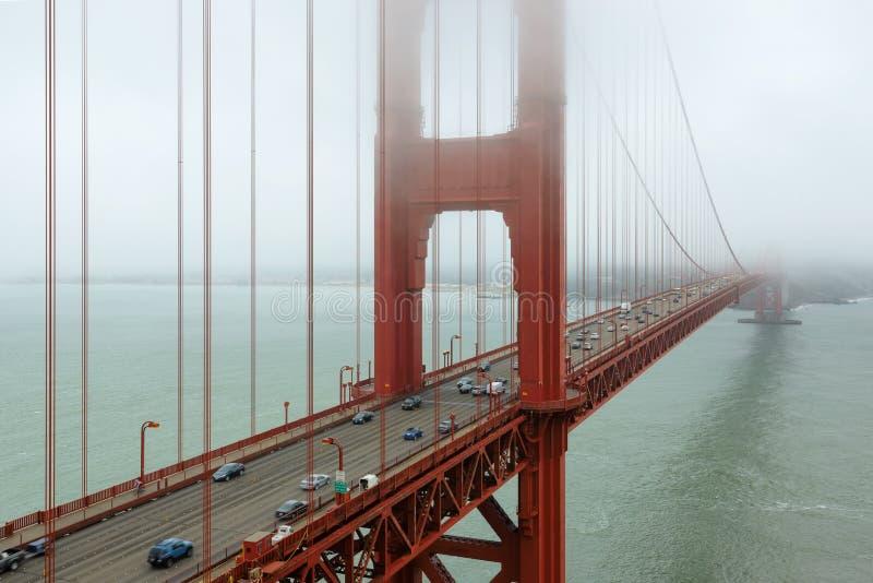 Golden gate bridge in nebbia, San Francisco immagine stock