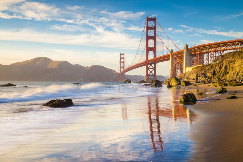 Golden gate bridge på solnedgången, San Francisco, Kalifornien, USA royaltyfria bilder