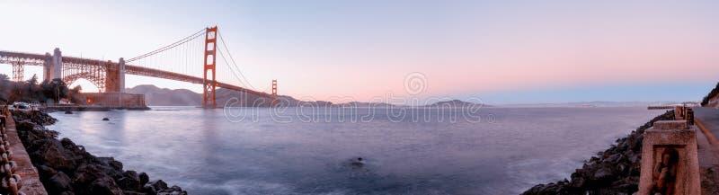 Golden Gate Bridge podczas zmierzchu, San Fransisco, usa fotografia stock