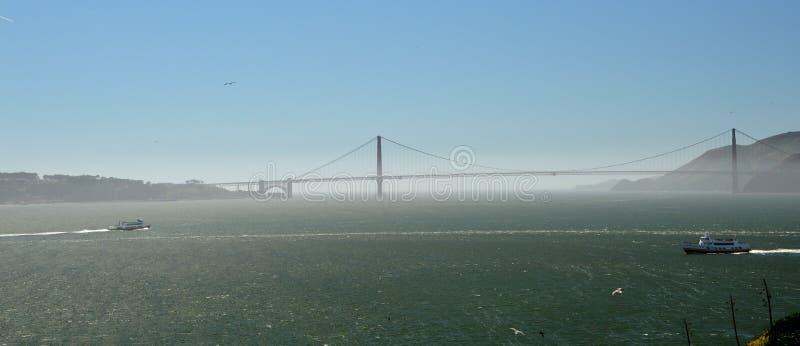 Golden gate bridge in San Francisco fotografierte von der Insel von Alcatraz, Kalifornien USA lizenzfreie stockbilder