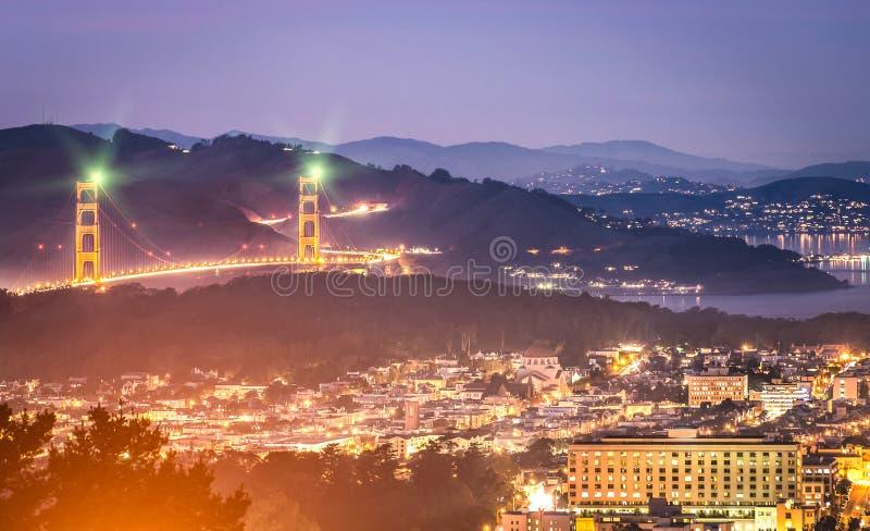 Golden Gate Bridge, San Fransisco nocą - fotografia stock