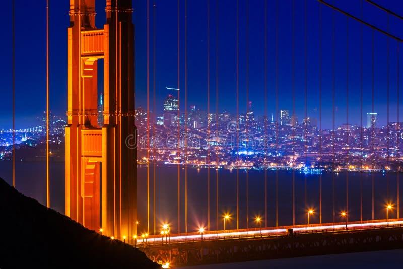 Golden Gate Bridge San Fransisco zmierzch przez kabli obraz royalty free