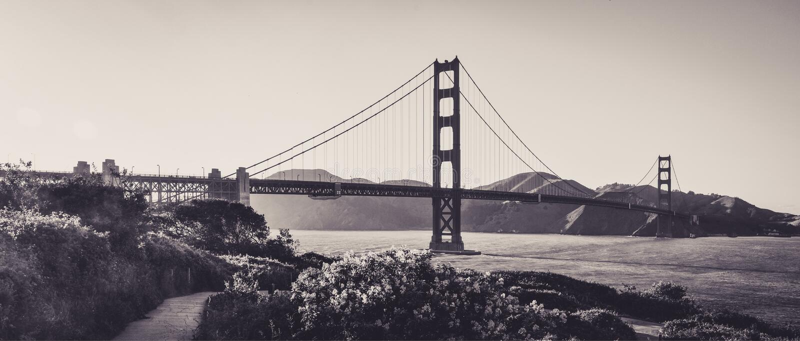 Golden gate bridge sinds de Hoogten van San Francisco wordt gezien dat stock fotografie
