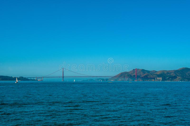 Golden gate bridge stillhet Sunny Day royaltyfria bilder