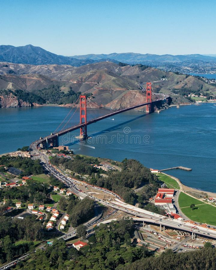 Golden gate bridge van een Vliegtuig stock afbeeldingen