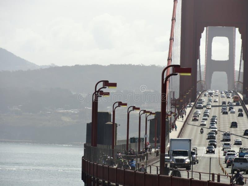 Golden gate bridge-Verkeer royalty-vrije stock afbeeldingen
