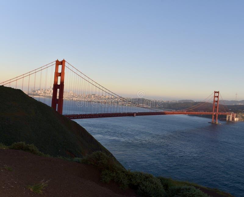 Golden gate bridge vers la fin d'après-midi image libre de droits