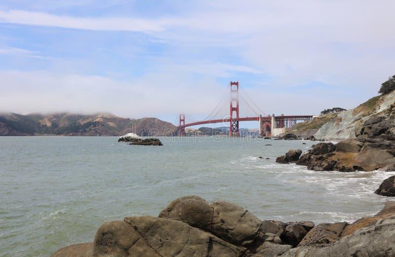 Golden gate bridge vom Bäcker Beach in San Francisco stockfotografie