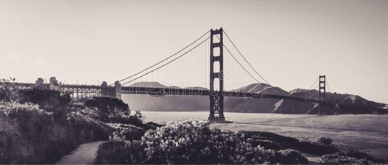 Golden gate bridge vu depuis les tailles de San Francisco photographie stock