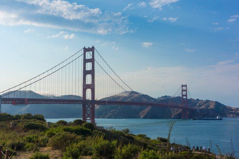 golden gate bridge z chmurami zdjęcie stock