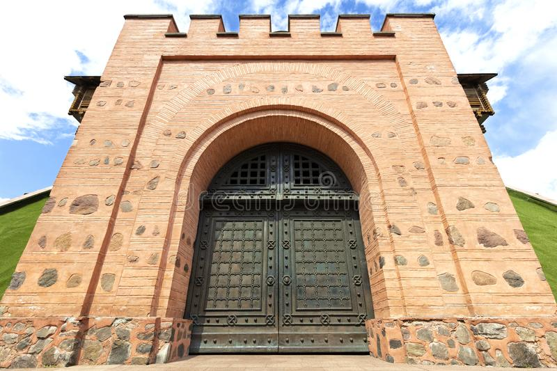 Golden Gate de Kiev, portas de entrada forjadas de aço imagens de stock