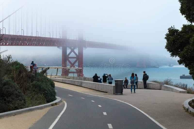 Golden Gate i den San Francisco synvinkeln royaltyfri bild