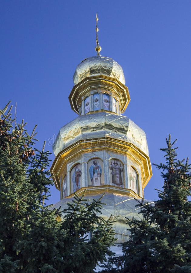 Golden-gewölbter Glockenturm nahe Pechersk Lavra, Kiew Ukraine stockfotografie
