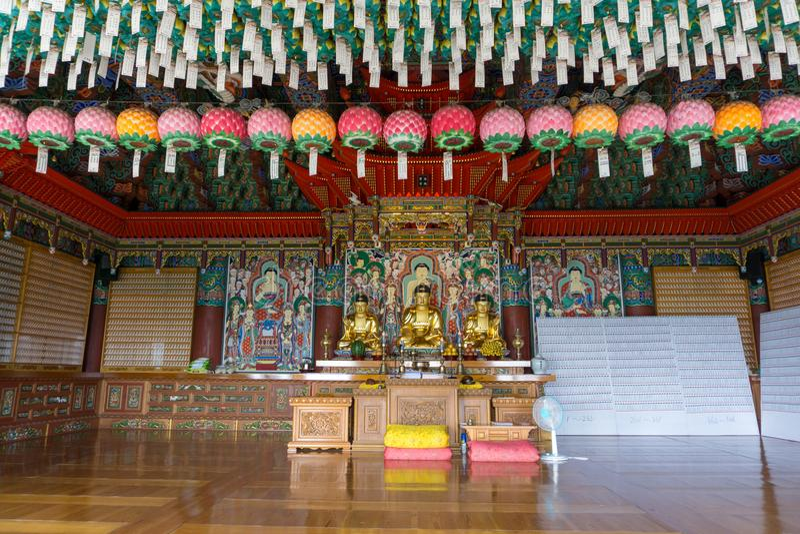 Golden principle Buddha images in Main hall of Haedong Yonggungsa Temple. BUSAN, SOUTH KOREA - JULY 20, 2017 : Golden principle Buddha images in Main hall of stock photography