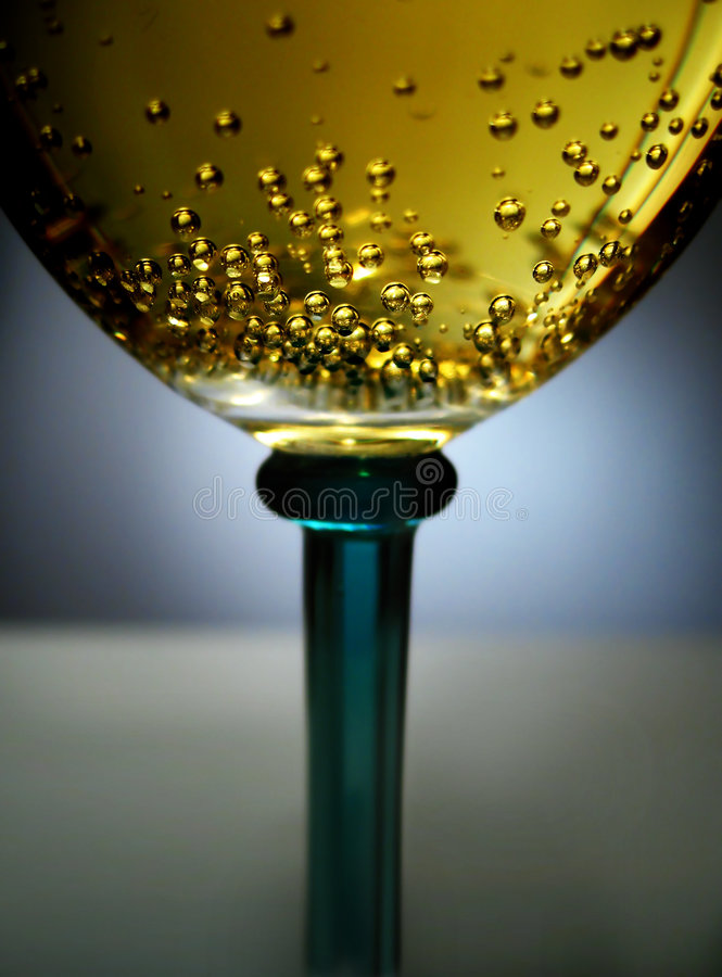 Free Golden Sparkling Wine Royalty Free Stock Photo - 519375