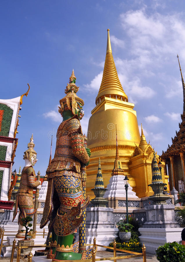 Free Golden Temple Dome & Guards At The Grand Palace Stock Photos - 28070433