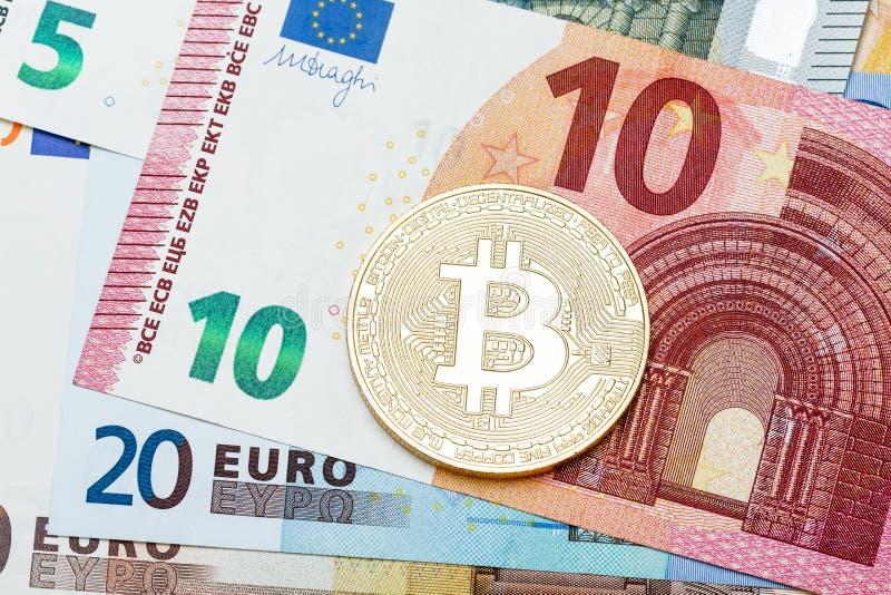 Goldene Bitcoin-Nahaufnahme Hintergrundeurowährung Begriffsph stockfoto
