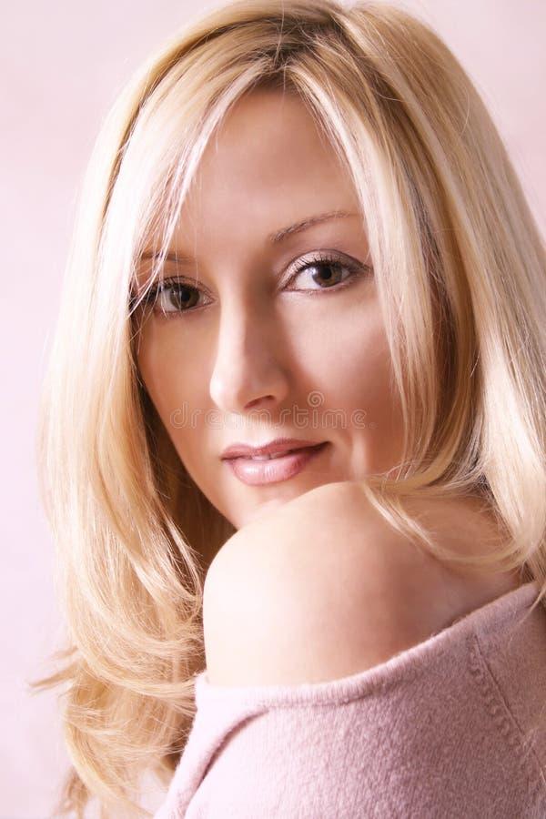 Download Goldene Blondine stockbild. Bild von schönheit, mädchen - 31245
