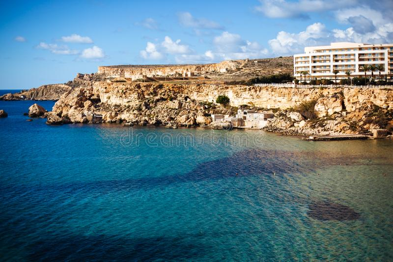 Goldene Bucht in Malta lizenzfreie stockfotos