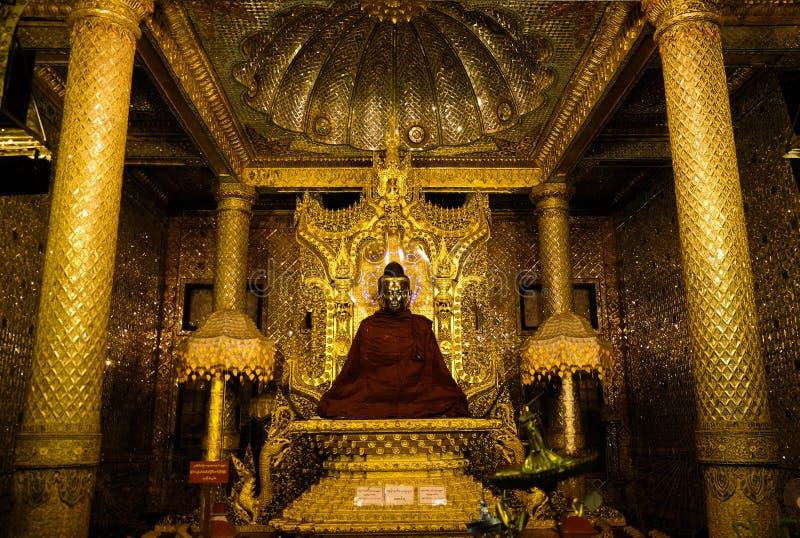 Goldene Buddha Statue Myanmars stockbilder