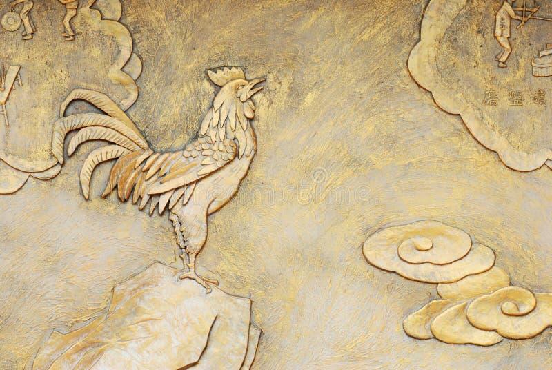 Goldene Entlastung des Hahns lizenzfreie stockfotos