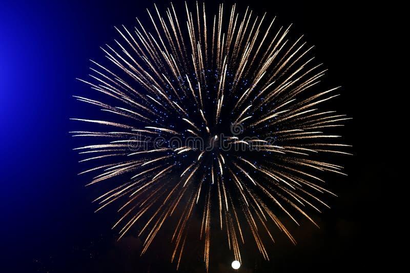 Goldene Feuerwerke stockfotografie