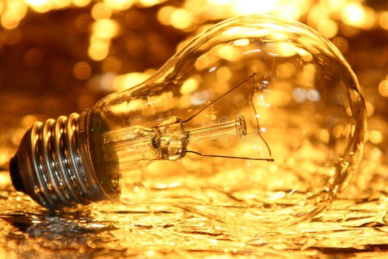 Goldene Glühlampe stockbilder