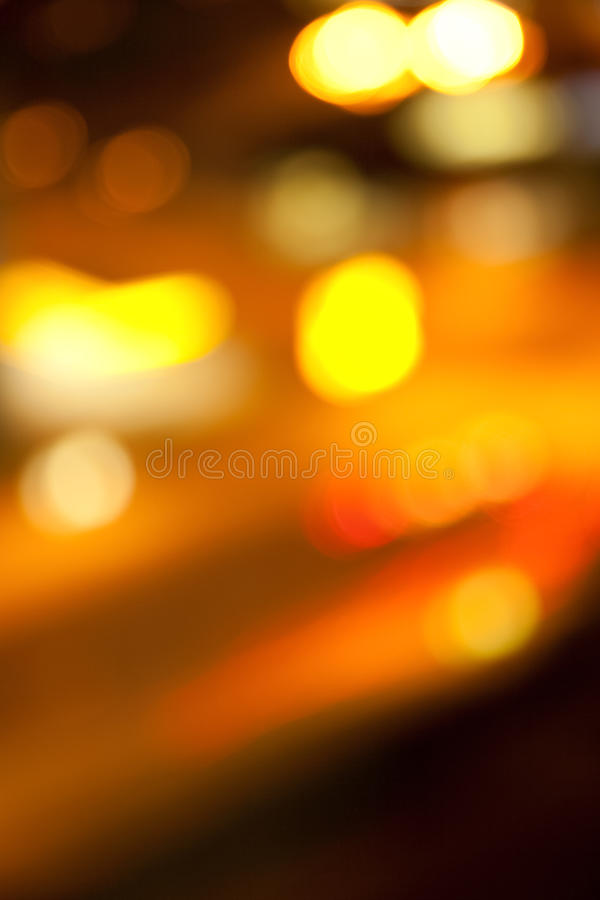 Goldene helle Lichter auf dunklem Nachthintergrund stockfotografie