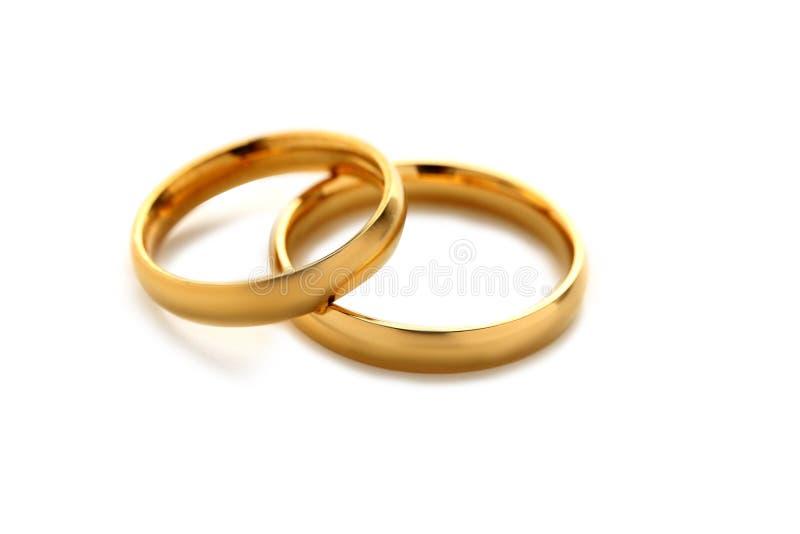 Goldene Hochzeits-Ringe stockfotos